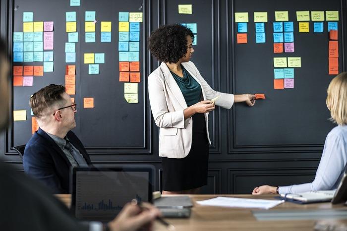 事務処理代行の専門業者を利用するメリットとデメリット